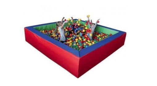 Zabawy dla dzieci z wykorzystanie suchego basenu z piłeczkami